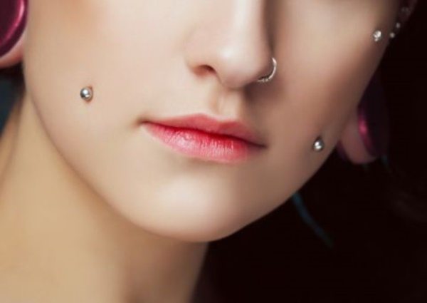 101 cute facial piercings for girls to stand in vougue for Plastic cheek piercing jewelry
