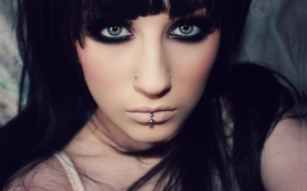 Cute Facial Piercings for Girls to Stand in VOUGUE0201