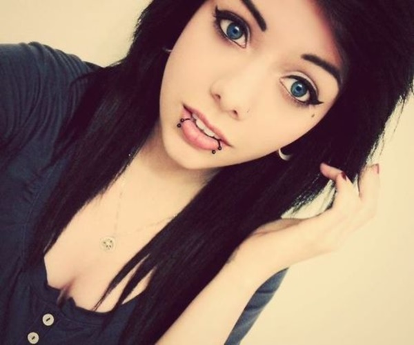 Cute Facial Piercings for Girls to Stand in VOUGUE0361
