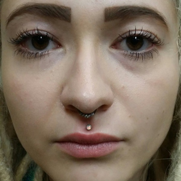philtrum piercing (90)