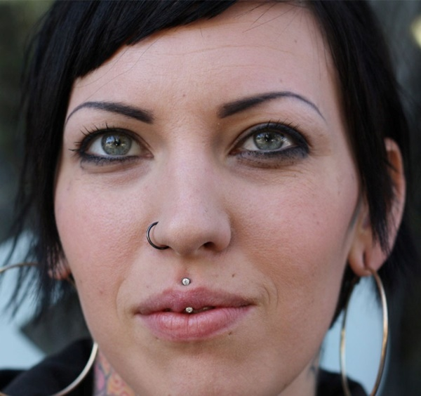 philtrum piercing (96)