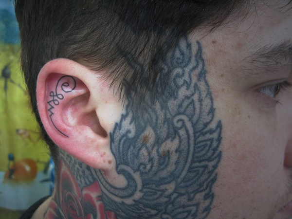 ear-tattoo-designs-ideas-76